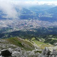 Blick von einem Berg runter auf Innsbruck