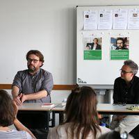 Jörg Sundermeier vom Verbrecher Verlag gibt einen Workshop an der ASH Berlin.