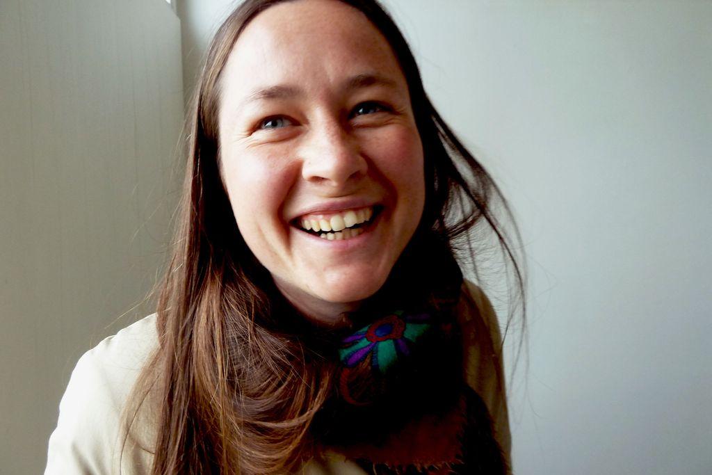 Vergrößern: Barbara Pulfer lacht freundlich in die Kamera.