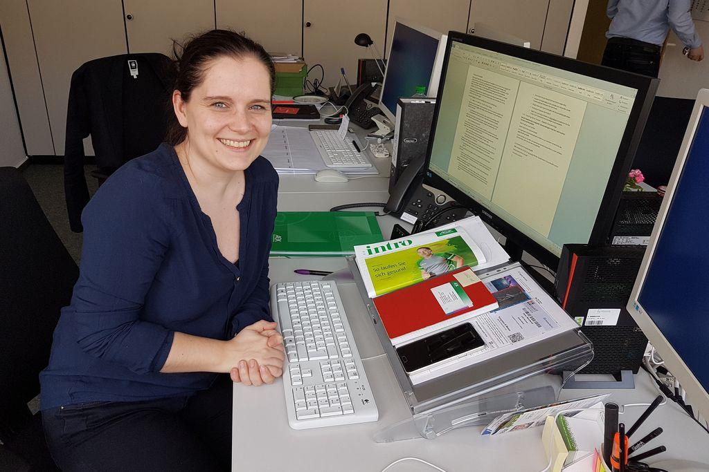 Vergrößern: Alumna Kristin Borgstedt an ihrem Arbeitsplatz. Foto: privat