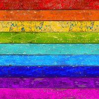 Farben des Regenbogens auf Holz gemalt