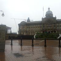 Das Gebäude des Birmingham Museums im Regen